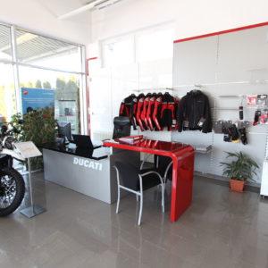 Fotka interiéru novej predajne motoriek